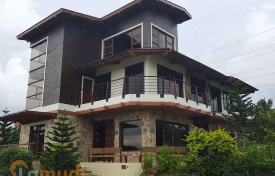 Beautiful 4BR House – Hillside, Tagaytay Highlands