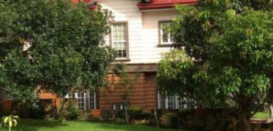 3-Bedroom House in Tagaytay with spacious garden