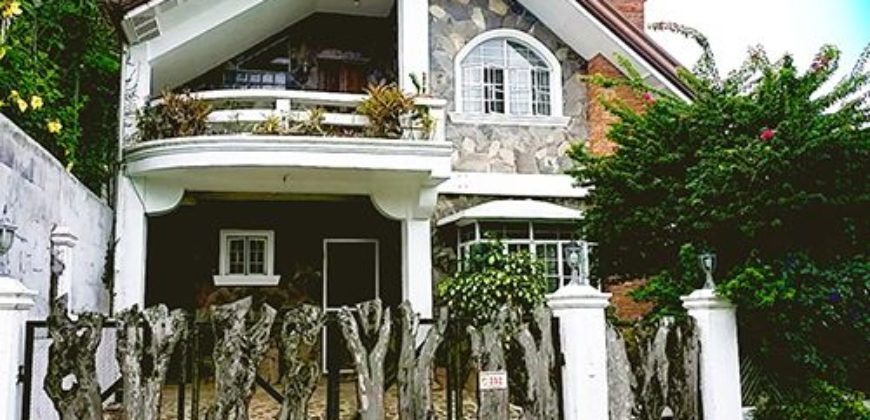 For Rent 4 Bedroom Rustic Villa With Pool in Tagaytay